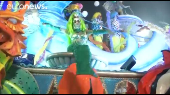 Miles de cariocas celebran el Carnaval de Río