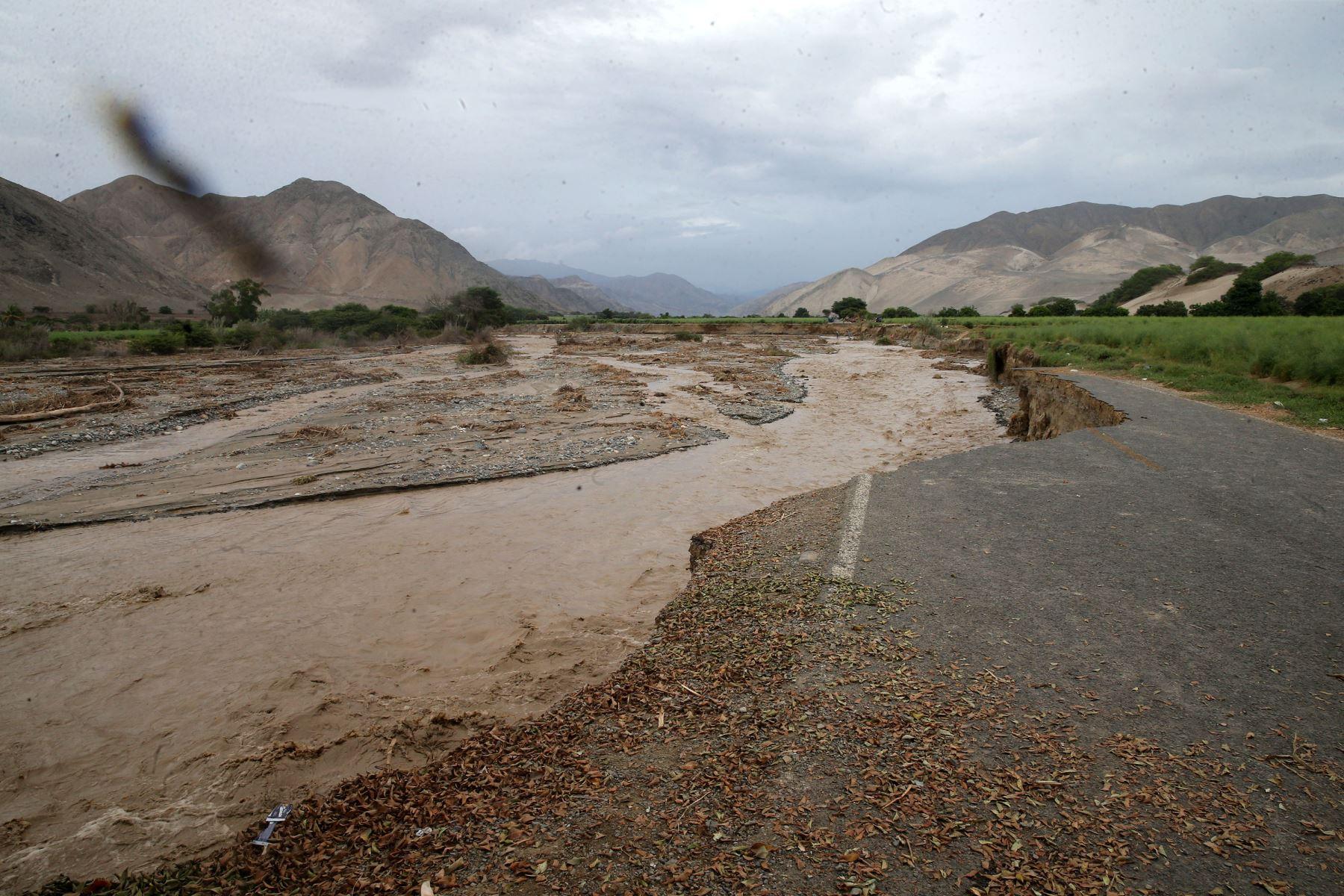 Carretera en Huarmey fue arrasada por el río Culebras