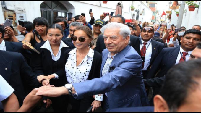 MVLL y su 81 cumpleaños en Arequipa con Isabel Presley