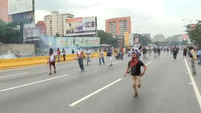 20 muertos en tres semanas de protestas en Venezuela
