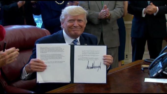 Donal Trump promete impulsar la industria de aluminio
