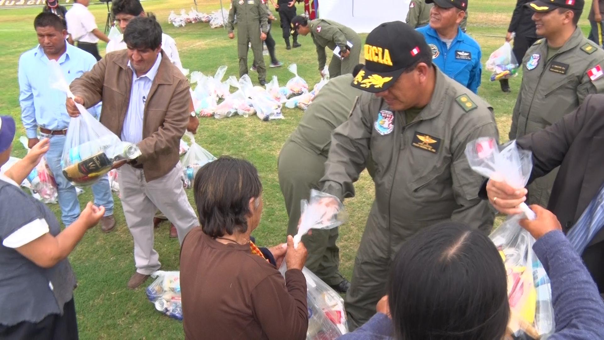 500 familias damnificadas de Huaura se benefician con donaciones de la Aviación Policial