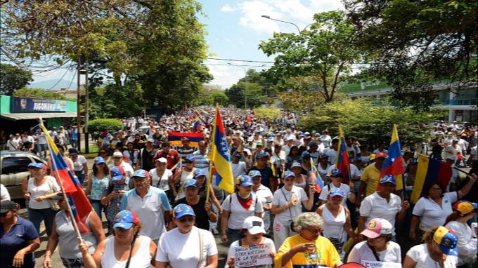 Oposición venezolana convoca protestas para el 1º de mayo