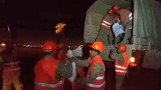 Ministro de Defensa lleva ayuda humanitaria a Tacna por heladas