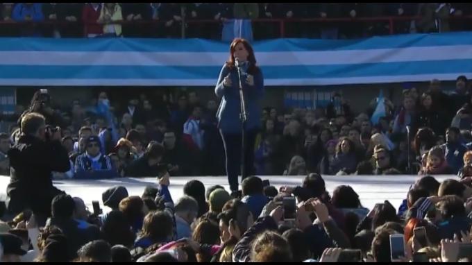 Cristina Kirchner enfrentará a Macri como candidata a senadora en Argentina