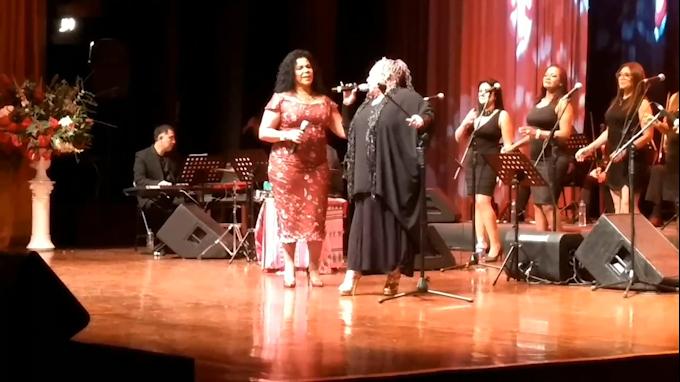 """Eva Ayllón y Lucía de la Cruz interpretan """"Contigo Perú"""""""