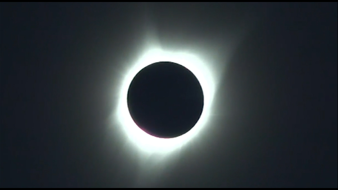 Eclipse solar fue visible durante 2 minutos 4 segundos en Estados Unidos