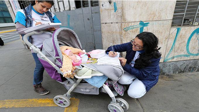 Ejemplar: Empadronó con su bebé en coche