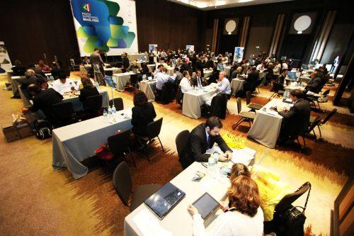 Diez empresarios brasileños participan en rueda de negocios.