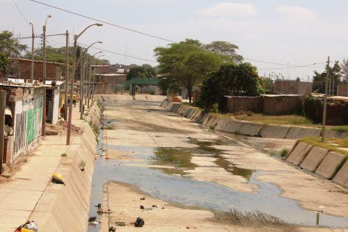 Urge trabajar en reforzamiento de defensa en el canal Vía de Sullana.
