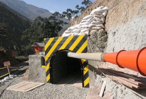 Especialistas realizan inspecciones en cerro Tamboraque.